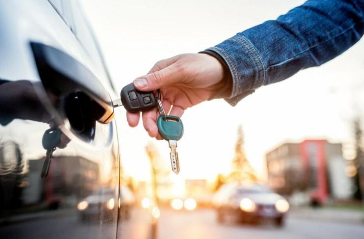 Descubra onde e como comprar carros usados com desconto