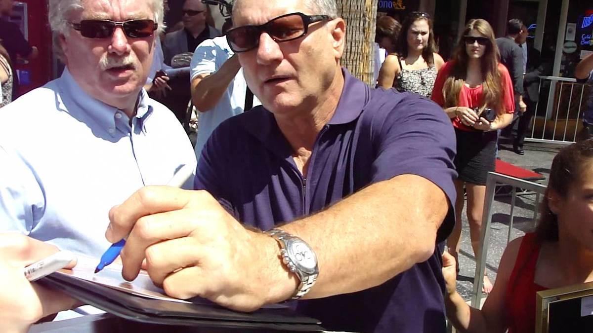 Ed O'Neill tirou uma foto com fãs e descobriu que era uma celebridade